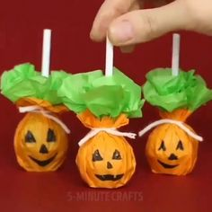 The post Amazing DIY Halloween Decoration Ideas appeared first on Halloween Crafts. Dulceros Halloween, Halloween Infantil, Adornos Halloween, Manualidades Halloween, Halloween Crafts For Kids, Outdoor Halloween, Holidays Halloween, Halloween Pumpkins, Holiday Crafts