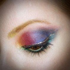 Julia Petit maquiagem colorida para carnaval