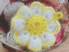 오늘 이웃블로그 구 경하다가 예뻐서 급 만들어 보았어요~^^ 정말 오랜만에 블로그에작업 글을 올리네요 오... Decoration, Crochet Patterns, Creations, Knitting, Flowers, Beauty, Tricot, Dekoration, Crochet Granny
