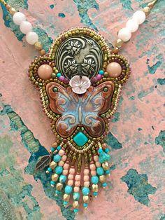 Een persoonlijke favoriet uit mijn Etsy shop https://www.etsy.com/nl/listing/504780321/butterfly-necklace