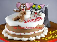 Tom and Jerry - Cake by Beata Khoo Cakes For Women, Cakes For Boys, Cupcakes, Cupcake Cakes, Beautiful Cakes, Amazing Cakes, Cake Pops, Tom And Jerry Cake, Character Cakes