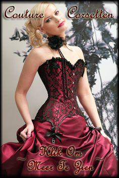 Klik hier om meer van onze Exclusieve Collectie Gothic Couture Corsetten en Burlesque Kleding te zien - Click here to see more from our Exclusive Collection of Gothic Couture Corsets and Burlesque Clothing