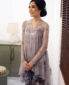 New Dress Lace Hijab Style Ideas Kebaya Lace, Kebaya Hijab, Kebaya Brokat, Batik Kebaya, Kebaya Dress, Batik Dress, Model Kebaya Modern, Kebaya Modern Dress, Dress Brokat Modern