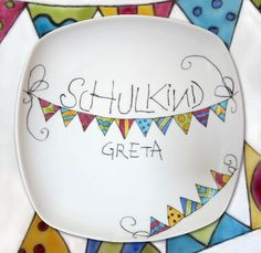 "Plates - ""Schulkind"" school plate - pennant chain - a designer piece by Po . - Plates – School plate ""schoolchild"" – pennant chain – a unique product by Porzellanmalstueber - Diy Crafts To Do, Diy Craft Projects, Projects To Try, Times New Roman, Puerto Rico, Hobbies For Women, Ceramic Painting, Custom Fonts, Lettering"