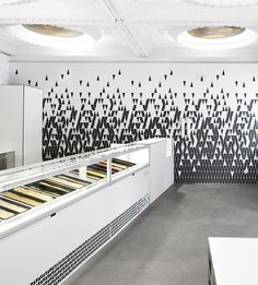 Eye candy and ice cream in one spot : Eisdieler Ice Cream Parlor Interior Design Modern Linz Germany
