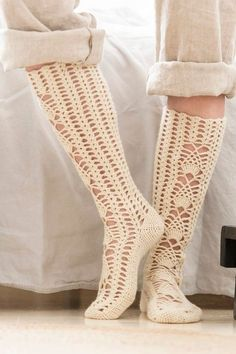 I love these knee socks! You have to create a free account then you get access to the gorgeous patterns. Crochet Socks Pattern, Crochet Slippers, Crochet Lace, Free Crochet, Knitting Patterns, Crochet Patterns, Crochet Ideas, Thigh High Boots Heels, Thigh High Socks