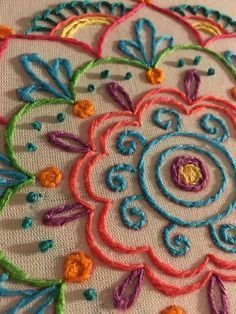 This post was discovered by Top Embroidery Design. Discover (and save!) your own Posts on Unirazi. Bordado mexicano by rosalind Crewel Embroidery - Long & Short as Soft Shading in Colors - Embroidery Patterns Mexican Embroidery, Crewel Embroidery Kits, Hand Embroidery Videos, Hand Embroidery Patterns, Embroidery Techniques, Ribbon Embroidery, Cross Stitch Embroidery, Embroidery Designs Free Download, Embroidery Tools
