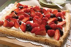 Make your day more colorful with our Berry Fruit Tart recipe. Fresh berries, cream cheese and puff pastry combine delightfully in our Berry Fruit Tart. Berry Tart, Fruit Tart, Delicious Desserts, Dessert Recipes, Yummy Food, Meal Recipes, Yummy Yummy, Dessert Ideas, Panna Cotta