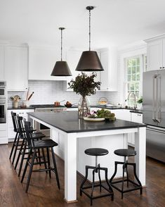 Layout and island Central Island, Butler Pantry, Beautiful Kitchens, T 4, Layout, Table, Furniture, Pantries, Home Decor