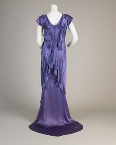 This bias-cut dress is typical of the styles first developed during the 1920s by the French designer Madeleine Vionnet. In this technique, the separate pattern pieces were cut out of the fabric on a diagonal to the direction of the threads. When the garment was sewn together, the fabric could be stretched and closely moulded to the shape of the body.