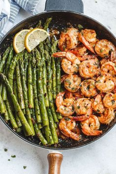 Lemon Garlic Butter Shrimp with Asparagus – So much flavor and so easy to throw together, this shrimp dinner is a winner! Lemon Garlic Butter Shrimp with Asparagus – So much flavor and so easy to throw together, this shrimp dinner is a winner! Seafood Dishes, Seafood Recipes, Cooking Recipes, Shrimp Dinner Recipes, Low Carb Shrimp Recipes, Seafood Menu, Shrimp Meals, Cooking Games, Salmon Recipes