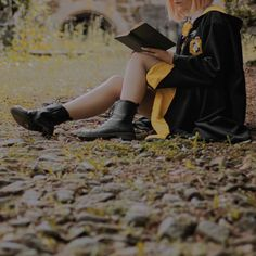 Harry Potter Oc, Harry Potter Universal, Harry Potter Characters, Hogwarts Mystery, Hogwarts Houses, Hogwarts Uniform, Gellert Grindelwald, Hufflepuff Pride, Harry Potter Wallpaper