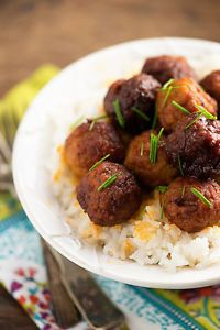 Sweet & spicy Sriracha meatballs - perfect snack or appetizer that is made in the slow cooker!
