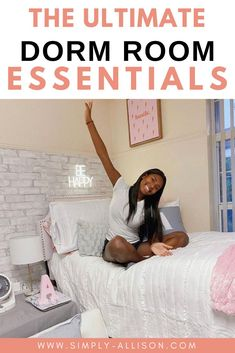 this is the best dorm room essentials list for guys, girls, and freshman. I wish I had this list going into my freshman year. Most of the items on this list you can find on Amazon. These are definitely college dorm room essentials that you need to see that will save you time and money. Everything on this list is stuff that I actually use or my friends use that we swear by. Dorm bedding, dorm room essentials, dorm bedding, dorm bathroom essentials, and more. #dormroomessentials #dormroom… College Dorm Organization, College Dorm Essentials, Dorm Room Layouts, Dorm Kitchen, Dorm Bathroom, Dorm Room Bedding, Cool Dorm Rooms, College Dorm Decorations, Bathroom Essentials