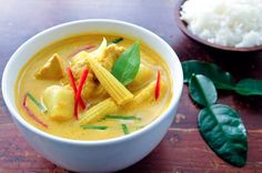 Yellow Curry with Chicken Potatoes Gang Garee Gai แกงกะหรไก Rachel Cooks Thai Thai Yellow Curry Paste, Thai Yellow Chicken Curry, Yellow Curry Recipe, Green Curry, Thai Chicken, Healthy Chicken, Curry Recipes, Asian Recipes, Healthy Recipes