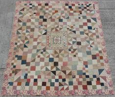 Crib Quilts, Old Quilts, Antique Quilts, Civil War Quilts, Medallion Quilt, American Quilt, Asian Art, Country Style, Antique Furniture