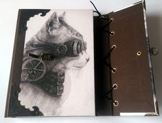 Steampunk deník nebo zápisník s motivem kočky. 192 stran bílý nelinkovan papír o gramáži 80 g, šité ručně na tkanice. Kožená šňůrka. Více info na fler.cz uživatel L.atem25