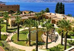 Sullo Stretto di Scilla e Cariddi, un elegante resort con spa affacciato sul mare - con colazione e sconti.