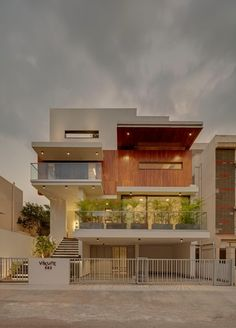 haus design Image 18 of 25 from gallery of House in the Air / TechnoArchitecture. Photograph by Shamanth Patil Modern Exterior House Designs, Modern House Facades, Modern Bungalow House, Design Exterior, 3 Storey House Design, Bungalow House Design, House Front Design, Small House Design, Best Modern House Design