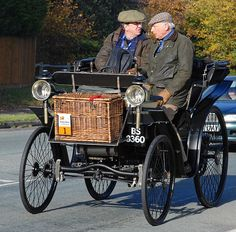 1895 Peugeot Type 9 - London to Brighton Veteran Car Run 2007 (Number 1, oldest car on the event) by clicks_1000 (Away again...) www.sportinglifeblog.com