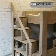 Deze steigerhouten hoogslaper/stapelbed is een super kinderbed en logeerbed in een. De trap biedt meteen ook opbergruimte voor alle leuke spulletjes.