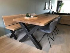 Lovely designs for a farmhouse dining room table Farmhouse Dining Room Table, Diy Dining Table, Oak Table, Metal Leg Dining Table, Modern Kitchen Tables, Front Room Decor, Diy Esstisch, Dining Room Design, Home Decor Kitchen