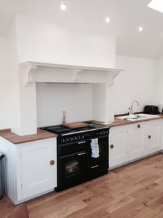 Kitchen Chimney Breast - minimalist design. Jacqui @ Harvey Jones Kitchens, Edinburgh