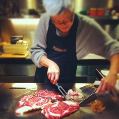 Argiolas wine tasting in Hong Kong: The chef prepares the kagoshima beef