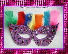Masque loup violet à paillette et plume réalisée par Annalisa 35 mois pour faire le carnaval chez nounou, gabarit du masque à imprimer sur mon blog Mardi Gras, Violet, Photo Booth, Creations, Animation, Activities, Diy, Halloween, Images