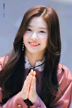 Kpop Girl Groups, Korean Girl Groups, Kpop Girls, Korean Beauty Standards, Pre Debut, Yu Jin, Japanese Girl Group, Popular Girl, Kim Min