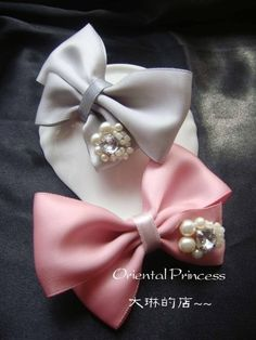 Indulgy - Everyone deserves a perfect world! Ribbon Art, Ribbon Hair Bows, Diy Hair Bows, Ribbon Crafts, Headband Hairstyles, Diy Hairstyles, How To Make A Ribbon Bow, Hair Bow Tutorial, Making Hair Bows
