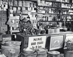 24 Rare Photos of Stores in the Victorian Era - Page 2 of 2 - History Daily Vintage Pictures, Old Pictures, Old Photos, Antique Photos, Vintage Photographs, Old General Stores, Old Country Stores, Vintage Farm, Vintage Shops