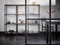 Med et reolsystem har du styr på det hele i stuen - IKEA Diy Kitchen Cabinets, Kitchen Cabinet Organization, Kitchen Shelves, Kitchen Storage, Kitchen Ideas, Ikea Inspiration, Furniture Inspiration, Cube Storage, Storage Shelves