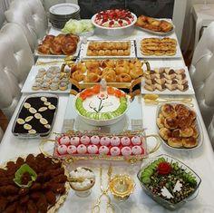 Breakfast Around The World, Turkish Recipes, Deco Table, Decoration Table, Food Presentation, High Tea, Food Pictures, Breakfast Recipes, Brunch