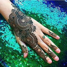 We have Arabic new mehndi designs plane for you. The simple Arabian mehndi design is for beginners. It will also look trend ever. Mehndi Designs Front Hand, Full Hand Mehndi Designs, Mehndi Designs 2018, Mehndi Designs For Beginners, Mehndi Designs For Girls, Mehndi Designs For Fingers, Dulhan Mehndi Designs, Simple Mehndi Designs, Henna Mehndi