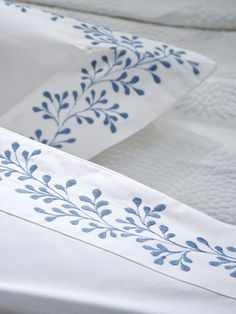 New Ideas Embroidery Machine Designs Lace Stitches Cushion Embroidery, Ribbon Embroidery, Floral Embroidery, Embroidery Stitches, Hand Embroidery Designs, Embroidery Patterns, Bed Cover Design, Pillow Design, Designer Bed Sheets