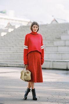 Russian women, part 2 -Vanessa Jackman: Paris Fashion Week SS Vanessa Jackman, Pull Slouchy, Slouchy Sweater, Cropped Sweater, Fashion Week Paris, Autumn Fashion Casual, Trendy Fashion, Casual Fall, Moda Do Momento