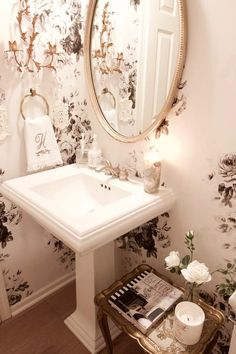 A beautiful vintage glam home tour, set in Minnesota. There is so much to see in this home including a mix of vintage glam, farmhouse chic. Vintage Glam, Vintage French Decor, Vintage Style, Bathroom Spa, Small Bathroom, Master Bathroom, Bathroom Ideas, Bathroom Organization, Natural Bathroom