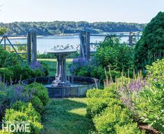 House Tour: Charming Cape Cod on the Water - Design Chic Design Chic New England Cottage, New England Homes, Purple Garden, House And Home Magazine, Beach Cottages, Garden Styles, Water Features, Cape Cod, Beautiful Gardens