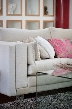 Olohuoneen katseenvangitsija on Lumous-sohva, joka on suunniteltu asukkaiden toiveiden mukaisesti.