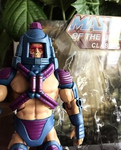 I think all three of his personalities convinced me it was time to set him free.  Now what to do with the box. Keep or throw away toy collectors I ask you!?!?! Please comment what you do with your empty boxes. @oeleooeleo @plaityme ??? #motu #manefaces #motuclassics #mastersoftheuniverse #eternia #heman #mattycollector #toycollectors by mondotoybox