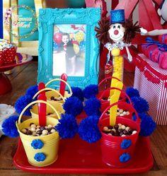 Copinhos lindos de doces Circo https://www.facebook.com/wanessamarkeventos/?fref=ts
