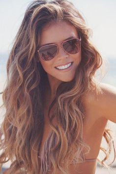 Beach Waves and golden brown hair, I want my hair like this! Strand Blond, Sunglasses Women, Trends, Hair Makeup, Long Hair Styles, Fashion, Pixie, Beach Hair Color, Hair Color Blondes