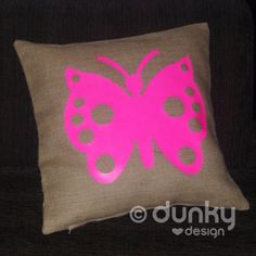 JUTE kussenhoes met FLUOR roze vlinder - www.dunkylovesdesign.nl