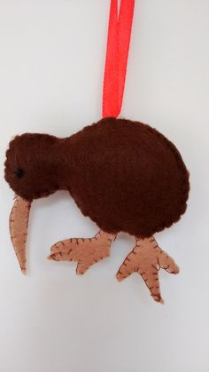 Felt kiwi made as a Xmas decoration, the feet are a little too big! Aussie Christmas, Summer Christmas, Christmas Ideas, Felt Diy, Felt Crafts, Felt Christmas Decorations, Christmas Ornaments, Kiwi Bird, Holiday Crafts