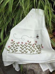 Free Pattern - Busy Bee Tea Towel