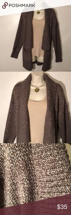 🆕 ANN TAYLOR SMALL LONG BROWN TWEED CARDIGAN Ann Taylor Small Heavy Cardigan➖Brown and Tan Marled Sweater ➖Open Front with Square Shawl Collar➖2 Patch Pockets➖Great Sweater Coat➖Great Condition➖tank and necklace not included➖Necklace available for sale in my closet! Ann Taylor Sweaters Cardigans