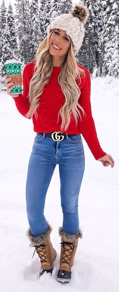 red crew-neck sweater and blue denim pants outfit Fall Winter Outfits, Winter Fashion, Winter Dresses, Denim Pants Outfit, Quoi Porter, Outfits Mujer, Fashion Outfits, Womens Fashion, Dress Fashion