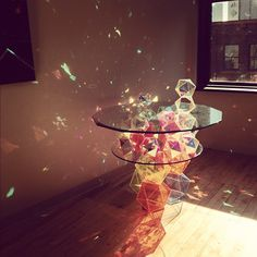 Un tavolo ed i suoi riflessi geometrici #design #tabledesign