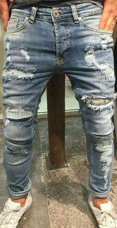 What is Ripped Jeans ?, Ripped Jeans is a trend that has gained popularity from the where it was originally known as distressed jeans. Ripped Jeans Men, Denim Pants, Denim Shirts, Mens Fashion Shoes, Denim Fashion, Estilo Jeans, Casual Wear For Men, Vintage Denim, Mode Style